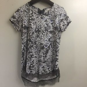 Lauren Conrad Floral Top. Medium